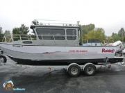 Катер Raider 24 Hardtop Pilothouse